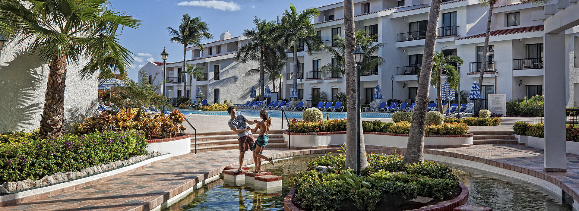 couple getaway to Cancun resort