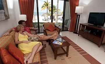 couple getaway to Cancun resort
